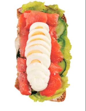Сэндвич лосось со свежим огурцом