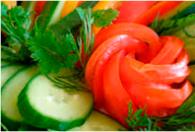 Свежие овощи с растительным маслом