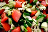 Свежие овощи с майонезом