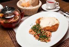 Филе цыпленка пармезан с домашней пастой