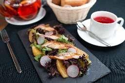 Сашими салат с угрем