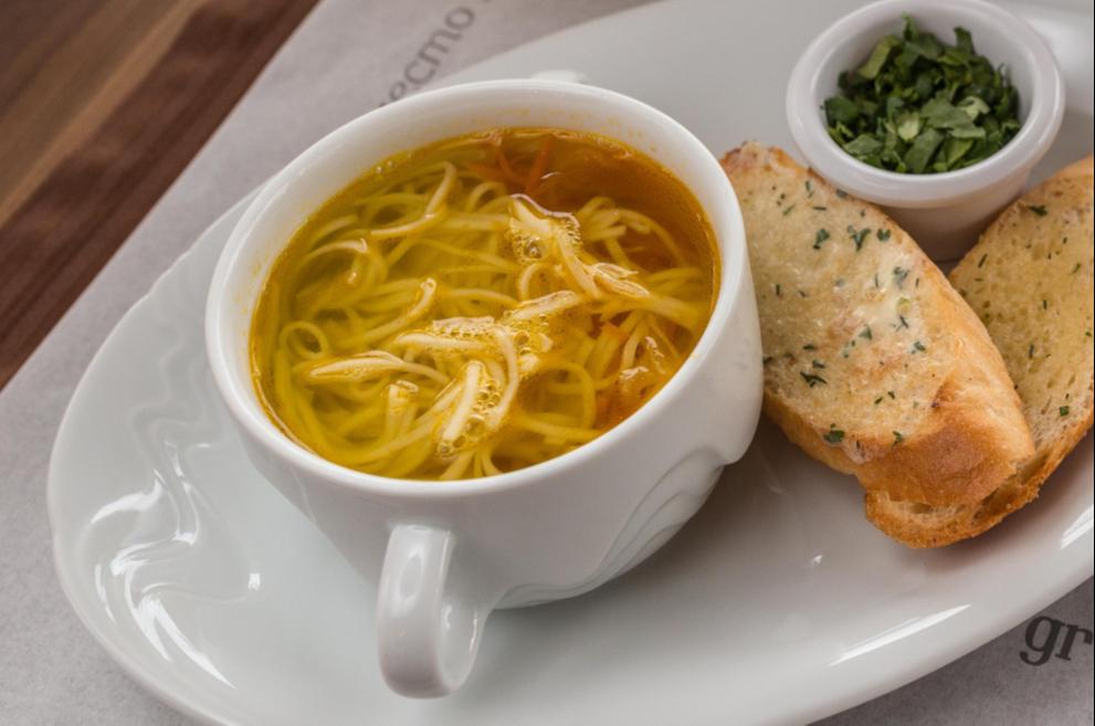 Суп лапша по-домашнему с куриным филе