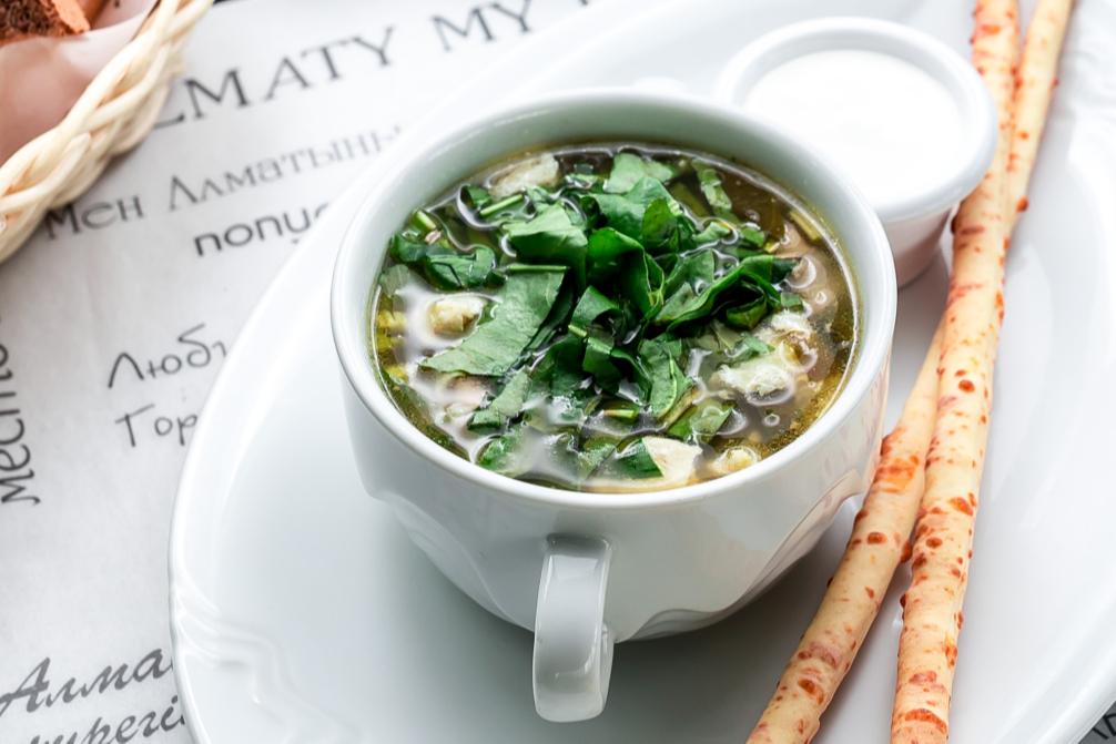 Щавелевый суп с белыми грибами и мясом телятины