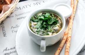 Щавелевый суп с белыми грибами