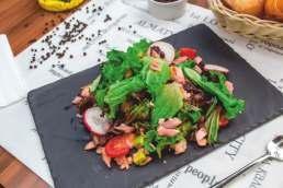 Салат овощной Кайсен с лососем и тунцом