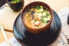 Суп мисо с лососем и яйцом