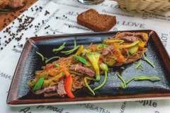 Фунчеза с устричным соусом и филе телятины