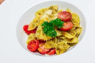 Фар-фале с соусом песто и помидорами черри