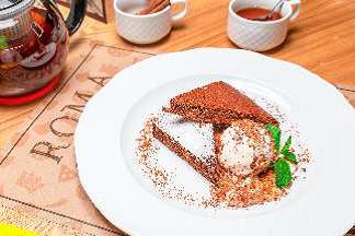 Шоколадный брауни с грецким орехом и ванильным мороженым